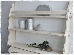 Vintage Regale - ♥ vintage, uraltes schönes Wandregal ♥ Tellerregal - ein Designerstück von lavendelherzl bei DaWanda