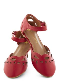 Seedless Romantic Flat. You proudly say that youre a sucker for romantic comedies, strawberry pie, and red shoes. #red #modcloth