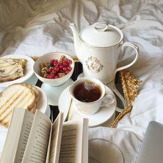 Vintage tea Brunch, Breakfast In Bed, Morning Breakfast, Breakfast Ideas, Dessert, Croissant, Aesthetic Food, Me Time, Coffee Time