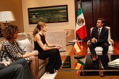 """Su Majestad la Reina Letizia conversa con el Presidente de los Estados Unidos Mexicanos, Enrique Peña Nieto, durante su encuentro. Residencia Oficial """"Los Pinos"""". Ciudad de México, 13.11.2017"""