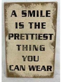 1linerz Canvasdoek Op Frame 26,5 x 42,5cm - Tekst A smile is the prettiest #quote #myhomeshopping