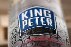 Diseño nueva imagen del #vodka King Peter. #Botella de #vidrio cosmético adornada con serigrafía.
