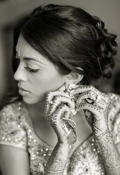 I absolutely love the henna in this photo.