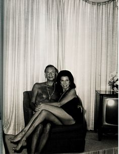 Jacqueline Susann and her husband, Irving Mansfield. Los Angeles, 1969. Photo: Diane Arbus.