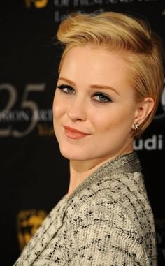 Vuelve el tupé: Evan Rachel Wood #peinados #tupé #estilo Evan Rachel Wood, Hair Beauty, Vogue, Hair Styles, Fashion, Easy Hairstyles, Hairstyle Ideas, Hair And Beauty, Tips
