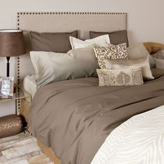 I would love to paint our room green and redo the bedding like this. Full of camel, beige, cream and chocolates.
