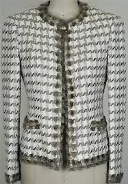 Chanel Rare Fringed Tweed Jacket NEW 34 Classic Coat Blazer Chanel Jacket Trims, Chanel Style Jacket, Chanel Couture, Couture Fashion, Coco Chanel Fashion, Kurti Embroidery Design, Couture Sewing, Knitting Designs, Fashion Outfits