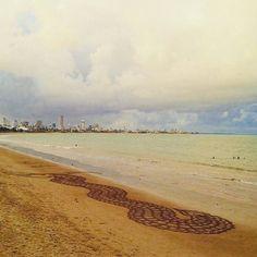 Dragão feito na praia de Manaíra, João Pessoa, PB.