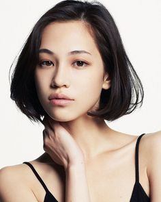 Model and actress Kiko Mizuhara, known for her work at major magazine publications such as ViVi and Nylon Japan, bubbly personality and signature short, blunt hair Cindy Crawford, Trendy Hairstyles, Bob Hairstyles, Hair Inspo, Hair Inspiration, Ellen Von Unwerth, New Haircuts, Portrait, Woman Face
