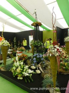 Silver Janet Linda Valerie Jean Aldershot Floral Design NAFAS Festive Flower and Food Show 2017 If you're visiting the RHS Hampton Court Palace Flower Show this week, make a note to visit stand number where you'll find… Rhs Hampton Court, Club Design, Food Shows, Blackpool, Judges, Flower Show, Cut Flowers, Exhibit, Floral Arrangements
