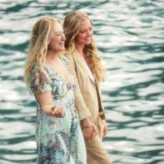 Amanda Seyfried & Meryl Streep on the dock during Mamma Mia! Mamma Mia, Meryl Streep Quotes, Meryl Streep Movies, Meryl Streep Young, Maryl Streep, Lily James, Amanda Seyfried, Film Serie, Disney Channel