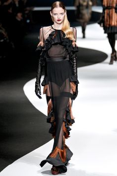 Viktor & Rolf | Fall/Winter 2012 Ready-to-Wear Collection | Modeled by Elza Luijendijk | March 2, 2012; Paris