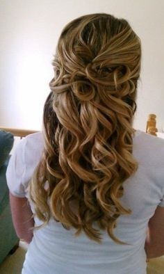 Love this. Soft but defined curls. Pretty and romantic. Cute Wedding Hairstyles for Brides Having Short Hair : Wedding Hairstyles For Medium Length Hair Hairstyles For Wedding Day On Wedding Hairstyles With Hairstyle For Day Rustic Half Up Half Down Wavy Cute Wedding Hairstyle 10+ Stunning Half Up Half Down Wedding Hairstyles