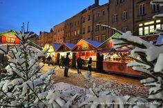 Marché de Noël Place Saint Louis sous la neige (3) | Découvrez le en venant nous rendre visite :-) !
