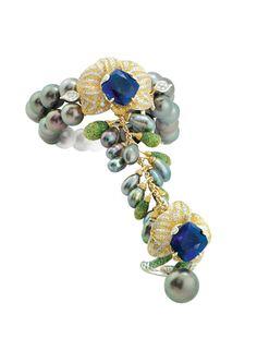 Alessio Boschi Hand Jewelry, Jewelry Rings, Black Pearl Jewelry, Black Pearls, Peacock Jewelry, Alessi, Pearl Diamond, Indian Jewelry, Metal