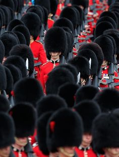 Jubilee celebrations: Guards arrive at Buckingham Palace ahead of the Queen