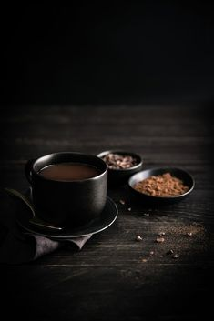 Dark Cocoa by photographer Darina Kopcok. Chemex Coffee, Coffee Shot, Coffee Cafe, Breakfast Photography, Coffee Photography, Food Photography, Fresh Roasted Coffee, Blended Coffee, Chocolate Coffee