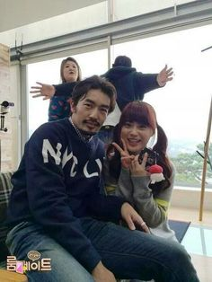 SBS Roommate | Ryohei and Youngji.Oh GukJoo and Jackson-photobombers! Lol