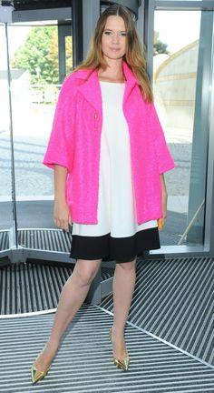 Karolina Malinowska w różowym płaszczu,