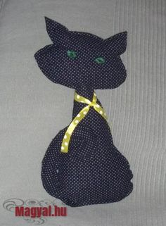 Hurcic a pöttyös cica - varrás - sewing - Diy Sewing, Gatos, Creative, Dressmaking, Couture, Stitching, Sew, Costura, Needlework