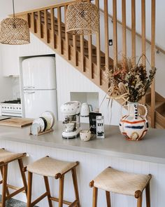 Suma Bar Stool - Teak & Natural Rattan - Natural Rattan We love seeing our Suma Bar Stools sitting pretty in Ellie Bullen's lovely kitchen ? ⠀⠀⠀⠀⠀⠀⠀⠀⠀ Shop the handmade borneo rattan and teak stools in-store and online! Houses Architecture, Teak Dining Chairs, Rattan Bar Stools, Lounge Chairs, Cocinas Kitchen, Interior Decorating, Interior Design, Staircase Design, Kitchen Dining