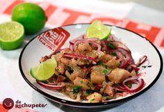 La cocina peruana y su plato por excelencia, el cebiche es quizás uno de los más exquisitos. Fusión de cocinas del mundo e insuperable sabor. El triunfo del crudo sobre lo cocido. Preparación paso a paso, fotos y vídeo.