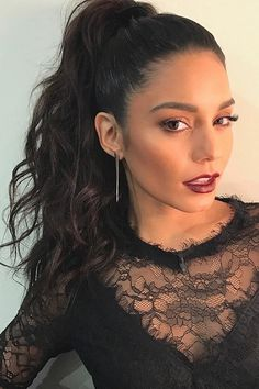 These it girl ponytails are a celebrity favorite hairstyle and they are SO easy to create. We love this high pony tail on Vanessa Hudgens