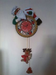 reloj Christmas In July, All Things Christmas, Xmas, Elf, Santa, Bambi, Watches, Home Decor, Videos