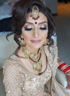 Love the eye makeup for Reception Indian Wedding Makeup, Indian Bridal Makeup, Bridal Makeup Looks, Bride Makeup, Wedding Hair And Makeup, Hair Makeup, Eye Makeup, Saree Hairstyles, Bridal Hair Updo