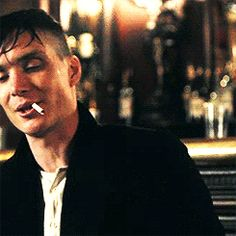 cillian murphy as tommy Shelby - Peaky Blinders Peaky Blinders Quotes, Peaky Blinders Thomas, Cillian Murphy Peaky Blinders, Boardwalk Empire, Beautiful Men, Beautiful People, Gorgeous Guys, Red Right Hand, Raining Men