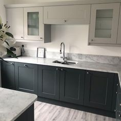 Two tone Pebble and Castlerock shades of grey and a breathtaking marble worktop make up this Shaker Ermine kitchen ❤️ The glass display cabinets are perfect for showcasing your favourite glasses and vintage china 🥂 Two Tone Kitchen Cabinets, Kitchen Cabinet Colors, Shaker Cabinets, Kitchen Units, Coloured Kitchen Cabinets, Kitchen Taps, Kitchen Cupboard, Kitchen Ideas, Kitchen Decor