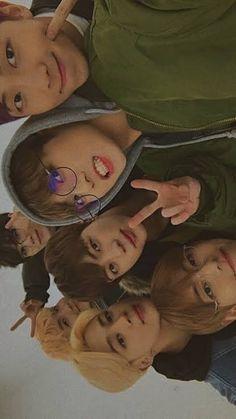BTS les desea buen dia a tod×s 💕   ARMY's Amino Amino Bts Lockscreen, Foto Bts, Foto Jungkook, Bts Group Picture, Bts Group Photos, Namjoon, Bts Taehyung, Seokjin, Vlive Bts