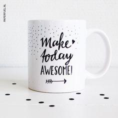 Witte keramische glans mok met de handgetekende tekst; Make today awesome. Met deze mok kun je niet anders toch?