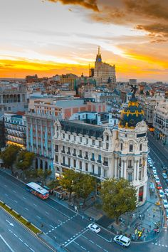 Madrid travel guide, from a friend who lived there. He shares the best tourist spots and the places that locals love