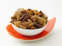 Healthified Chex® Pumpkin Pie Crunch Looking for a snack mix that can be made ahead of time? Then check out this pumpkin pie crunch featuring Cinnamon, Wheat and Honey Nut Chex® cereals - ready in just 15 minutes. Pumpkin Pie Crunch Recipe, Pumpkin Pie Spice, Pumpkin Recipes, Fall Recipes, Holiday Recipes, Thanksgiving Recipes, Pumpkin Pumpkin, Holiday Ideas, Sugar Pumpkin