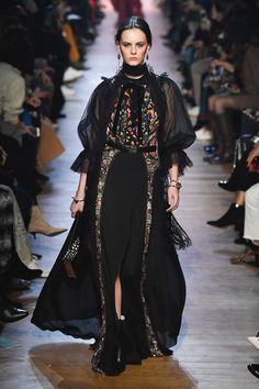 The complete Elie Saab Fall 2018 Ready-to-Wear fashion show now on Vogue Runway.