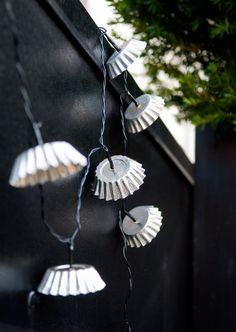 Lyslenke av sandkakeformer - Maria Svanevik