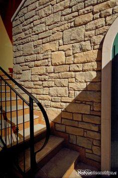 CottageStone strips, type Bergamo muurstenen. Mooi effect van gestapelde muurstenen. Kleur Blanc Terre (BT). Type: P01.
