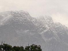 """Kobus Wiese on Twitter: """"Sneeu op die berge rondom Franschoek, teken van goeie reën en bibber koue!🙏… """""""