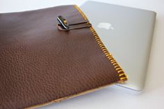 Laptop Sleeve tutorial (design one for my Nook using fibre board to protect the screen)