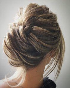 Unique updo wedding hair inspiration | fabmood.com #weddinghair #hairstyleideas #hairstyles #weddingupdo #upstyle #chignon #bridalhair #hairstyleideas