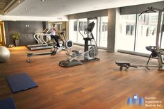 www.deparquet.es Gym Logo, Conference Room, Table, Furniture, Home Decor, Hardwood Floors, Lounges, Homemade Home Decor, Meeting Rooms