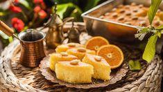 Orientální sladkostijsou většinou super sladké apředevším dost náročné napřípravu. Basbousa jealepravý opak – všechny ingredience jednoduše bezvážení smícháte analijete naplech. Korunku mupakdávoňavý pomerančový sirup…