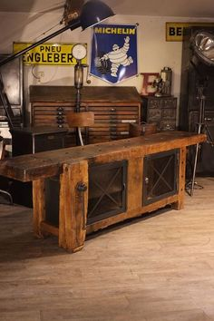 Give Your Rooms Some Spark With These Easy Vintage Industrial Furniture and Design Tips Do you love vintage industrial design and wish that you could turn your home-decorating visions into gorgeous reality? Iron Furniture, Cabinet Furniture, Furniture Nyc, Workbench Designs, Industrial Design Furniture, Eclectic Decor, Eclectic Bedrooms, Woodworking Bench, Furniture Projects