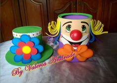 Lata palhaço Tin Can Crafts, Foam Crafts, Diy And Crafts, Crafts For Kids, Clown Party, Circus Party, Carnival Birthday Parties, Birthday Party Favors, Paper Plate Masks