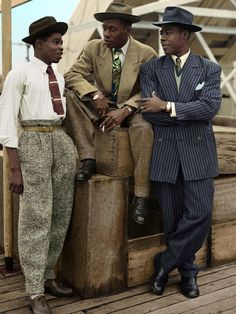Three men of 'The Windrush Generation' migrants from the Caribbean arrive on UK shores, 1948. : Colorization