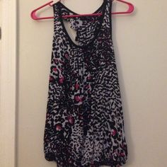 Cheetah print tank Size small but it's a little bit lose fitting. Worn a few times but still in really good condition. Forever 21 Tops Tank Tops