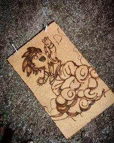 Plaquinha pirografada Goku Read Anime, Goku, Rugs, Link, Home Decor, Dibujo, Farmhouse Rugs, Decoration Home, Room Decor