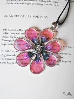 colgante flor de hadas iridiscente  aluminio,resina alambrismo,artesanal