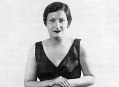 Τραγουδίστρια, τραγουδοποιός, δημοσιογράφος, ποιήτρια, συγγραφέας, καθηγήτρια λαογραφίας και φωνητικής μουσικής, που έμεινε στην ιστορία ως το «αηδόνι του Αττίκ».